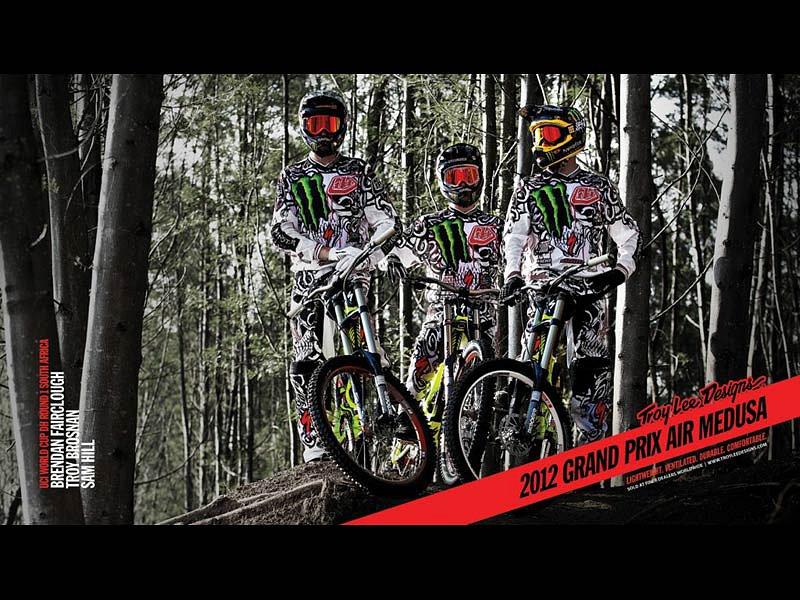 ad-bike-12gpair-medusa-wht.jpg